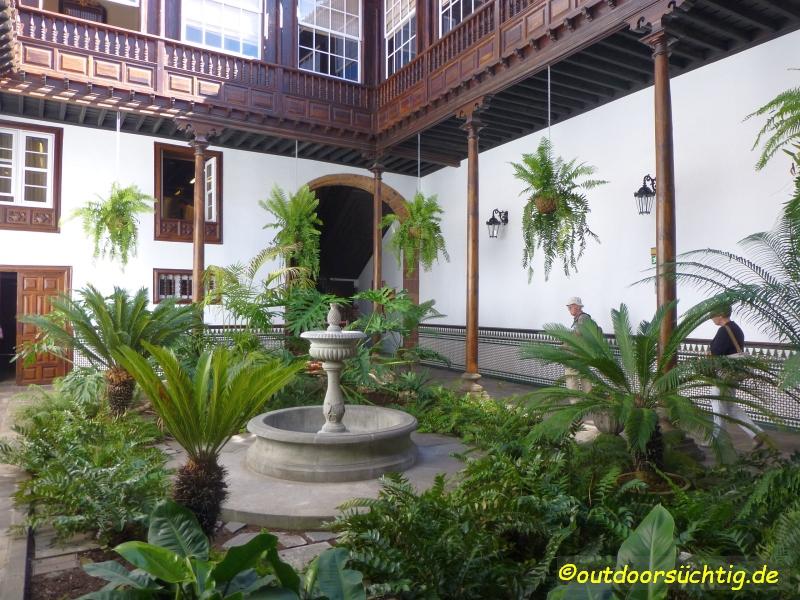 Verborgene Hinterhöfe in La Laguna, bei einer Stadtführung kann man sie erkunden
