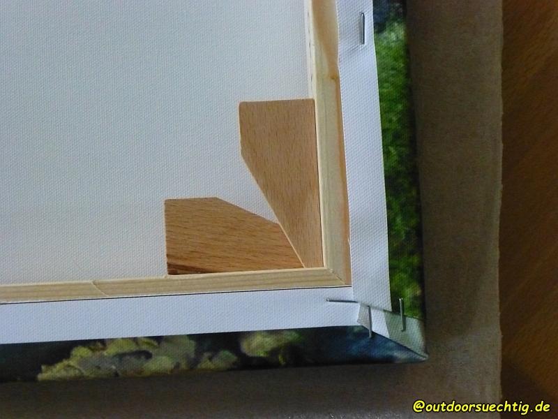 Mit diesen Holzbrettchen wird die Spannung des Rahmens reguliert