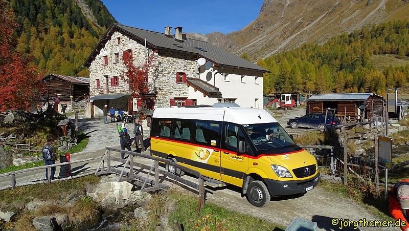 Wanderung ins herbstliche Val di Campo. Das Tal ist mit dem Postbus bequem zu erreichen.